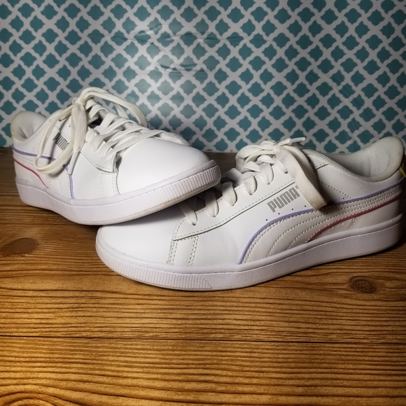 Ladies 8.5 puma soft foam tennis shoes